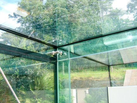 Solar control, frameless glass link conservatory featuring glass fins and beams.
