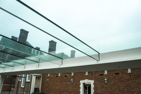 Fixed frameless structural glass.