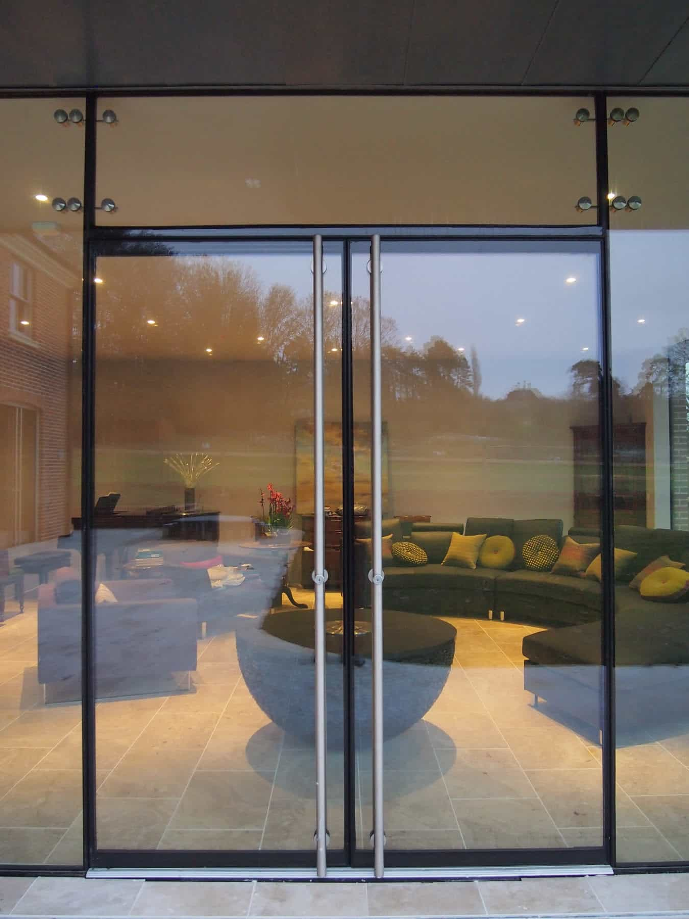 Stockbridge hampshire architectural glass clear living for Frameless glass doors