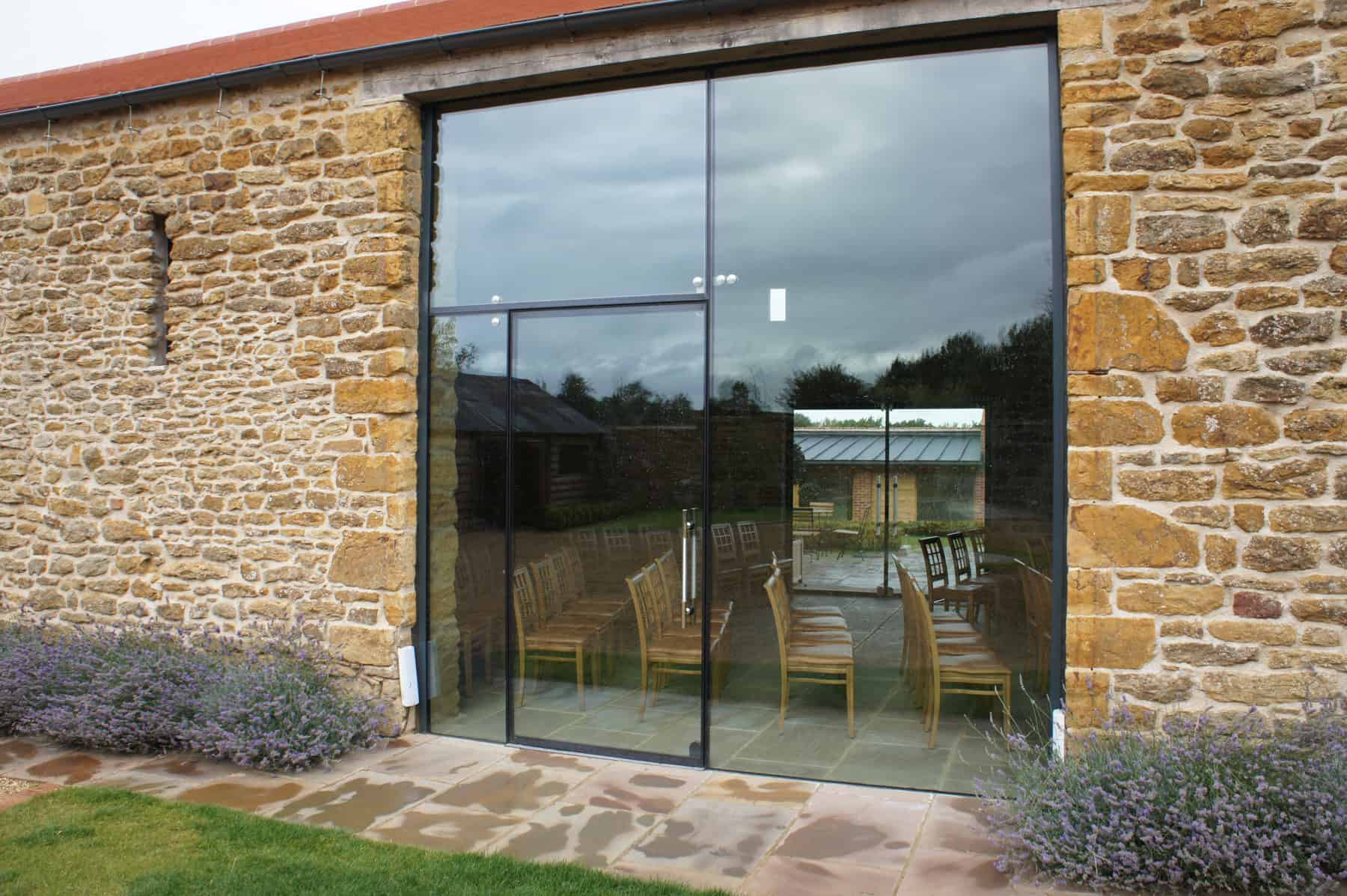 Dodford northamptonshire architectural glass clear living for Frameless glass doors